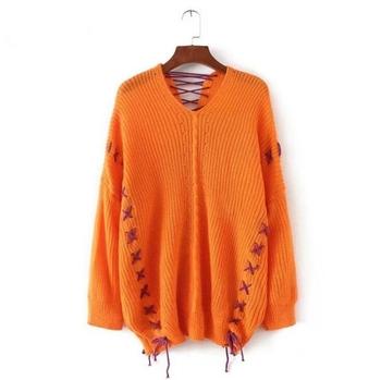 Удобен и много топъл дамски широк пуловер с интересни кръстосани връзки