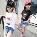 Детска тениска за момичета в бял и черен цвят с надиси