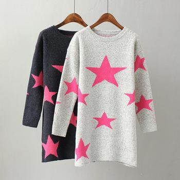 Дълъг дамски пуловер с О-образна яка и шарени звездички - 2 цвята