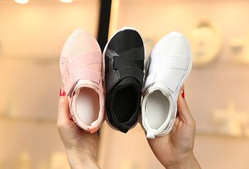 Όμορφα αθλητικά πάνινα παπούτσια για κορίτσια και αγόρια σε λευκό ... 4ab61dfa378