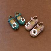Детски обувки за момичета в два цвята с декорация цветя с каишка