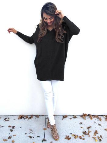 Много удобен и стилен дълъг дамски пуловер в няколко цвята с V-образна яка