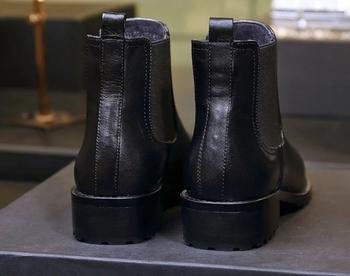 Ζεστές μαύρες γυναικείες μπότες με μάλλινη επένδυση και παχύ τακούνι