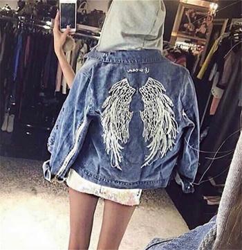 Стилно дамско дънково яке с много интересни крила на гърба
