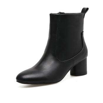 Κομψά ρετρό στυλ γυανικείες μπότες  σε μαύρο και γκρι χρώμα  με ελαφρό χοντρό τακούνι