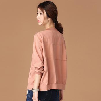 Λεπτό φθινοπωρινό γυναικείο μπουφάν  σε απλό σχεδιασμό σε πράσινο και ροζ χρώμα