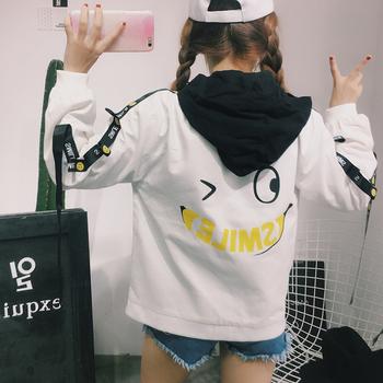 Спортно есенно яке за дамите в свободен стил с качулка и апликация