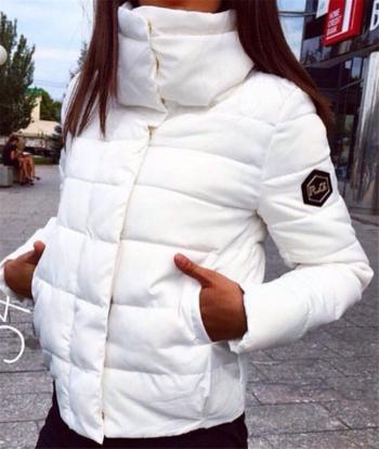 Μοντέρνο και πολύ ζεστό γυναικείο μπουφάν σε διάφορα σχέδια και χρώματα