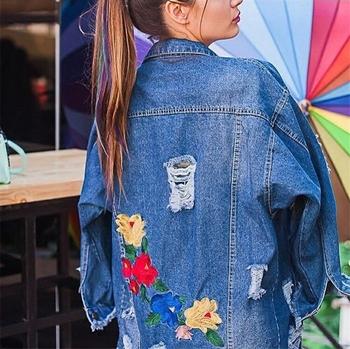 Μακρύ γυναικείο μπουφάν με  όμορφα κεντήματα και χαλαρά μοτίβα