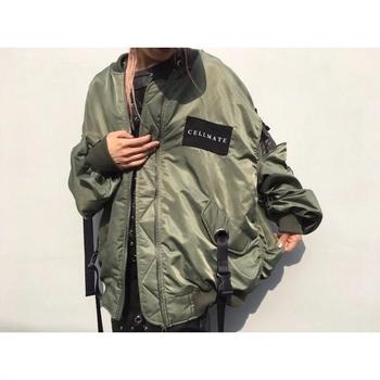 Стилно дамско яке в свободен стил с апликация в черен и зелен цвят