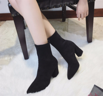 Γυναικείες κορυφαία casual μπότες με παχύ τακούνι  και επίπεδη σόλα