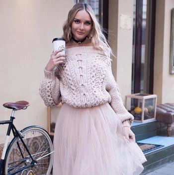 Свеж дамски топъл пуловер с паднало голо рамо - 2 цвята