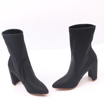 Πολύ άνετες γυναικείες μπότες με ψηλό χοντρό τακούνι