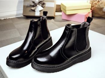 Μοντέρνες και πολύ κομψές γυναικείες μπότες με πολύ ζεστή επένδυση