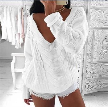 Стилен дамски пуловер в бял цвят и паднали рамене, в свободен стил