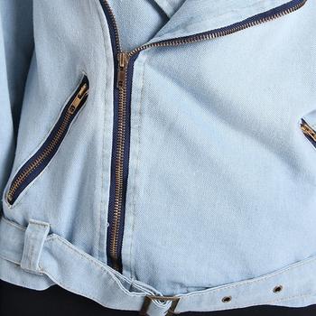 Μοντέρνο γυναικείο φθινοπωρινό μπουφάν σε μπλε χρώμα