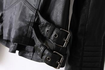 Много стилно дамско якенце с интересни ципове по ръкавите