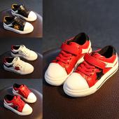 Стилни кецове за момчета в бял, червен и черен цвят с лепенки