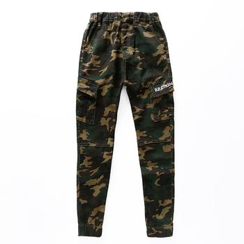9d5d4f4743b Спортно-елегантен детски камуфлажен панталон, подходящ за ежедневие ...