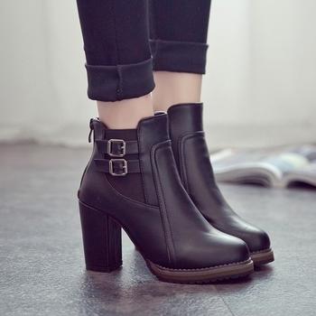 Κομψές γυναικείες μπότες με χοντρό τακούνι  σε δύο χρώματα