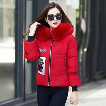 Κομψό χειμωνιάτικο γυναικείο κοντό μπουφάν με εφαρμογή και χνούδι