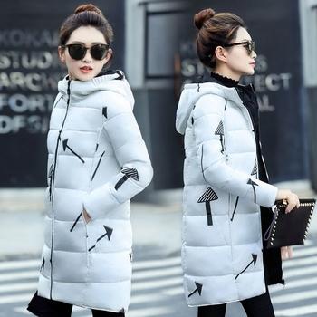 Χειμερινό γυναικείο μακρύ  μπουφάν  με κουκούλα και ενδιαφέρουσες φιγούρες σε δύο χρώματα