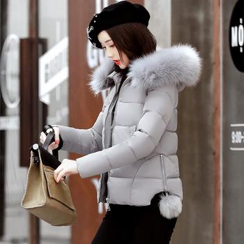 Υπέροχο γυναικείο κοντό μπουφάν με χνουδοτή κουκούλα