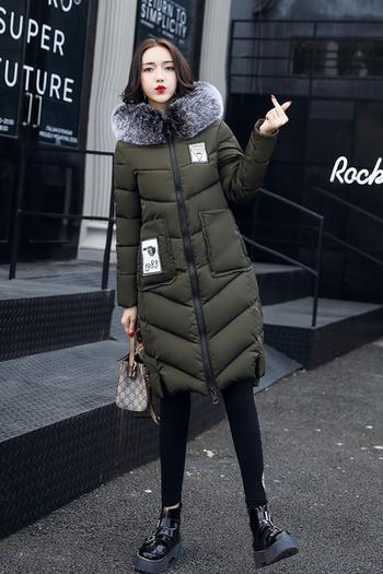 Стилно зимно дълго яке за дамите с качулка с пух и апликация