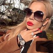 Актуални дамски слънчеви очила с нестандартна форма на рамките