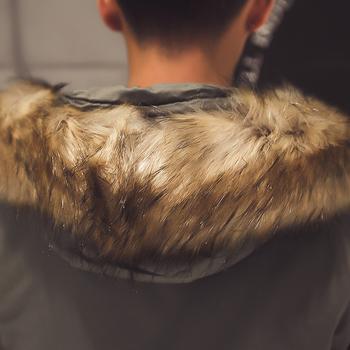 Стилни мъжко зимно яке в дълъг модел с качулка и пух