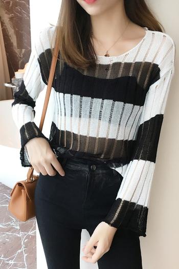 Прозрачен дамски пуловер на райе в няколко цвята и в свободен стил