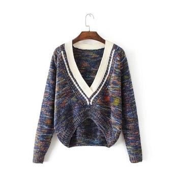 Стилен дамски пуловер в няколко разцветки с дълбоко V-образно деколте