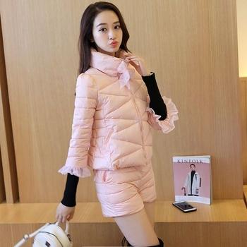 Γυναικείο σετ - κομψό γυναικείο μπουφάν με 3/4 μανίκια και δαντέλα + κοντό παντελόνι