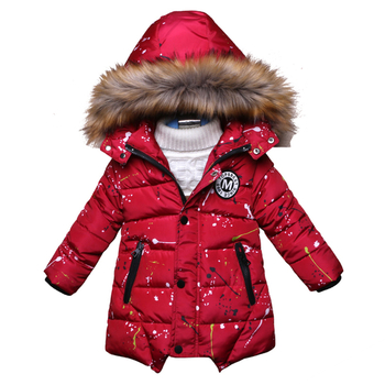 Красиво зимно детско яке за момчета с пръскан ефект и качулка с пух