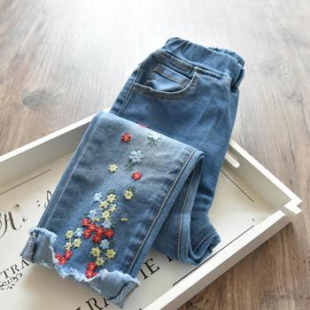 Модерни детски дънки за момичета с флорална декорация и ластична талия