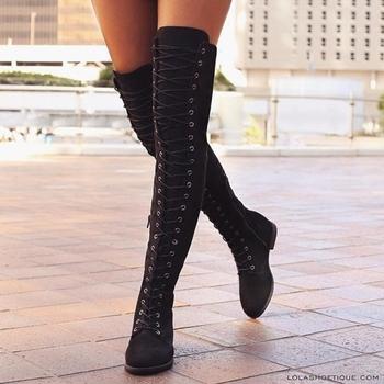 Дамски обувки с груба неплъзгаща се подметка и кръстосани връзки над коляното