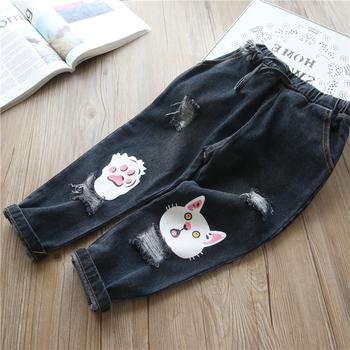 Стилни детски дънки за момичета - накъсани с ластична талия и апликация на коте