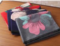 Дамски елегантен шал във флорални мотиви