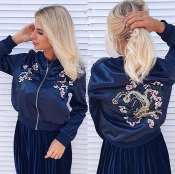 Καθημερινό και κομψό γυναικείο μπουφάν με πολύχρωμα μοτίβα