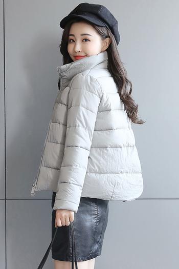 Зимно късо дамско яке с широк изчистен модел