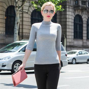 Изчистен дамски пуловер с висока яка в много различни цветове