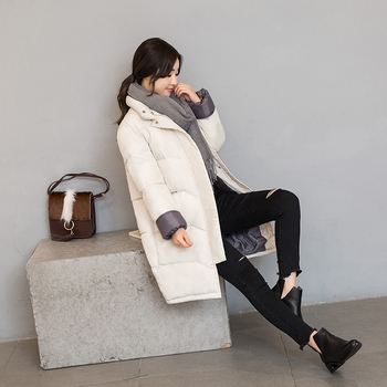 Κομψό και απλό γυναικείο μπουφάν σε δύο χρώματα, κατάλληλο για τις κρύες μέρες