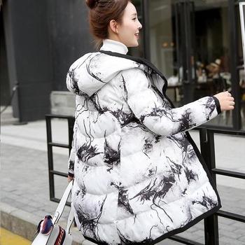 Цветно дамско зимно яке с широка яка и качулка