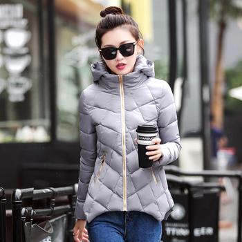 Стилно дамско яке с качулка в асиметрична дължина