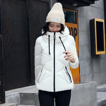 Αθλητικό χειμωνιάτικο γυναικείο μπουφάν με κουκούλα σε διάφορα χρώματα