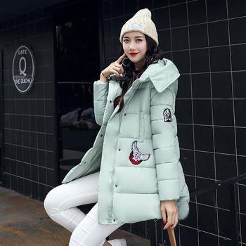 Χειμερινό γυναικείο μπουφάν με εφαρμογή και κουκούλα