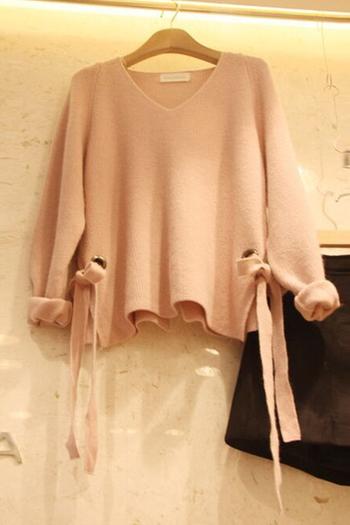 Дамски пуловер в свободен стил с връзки