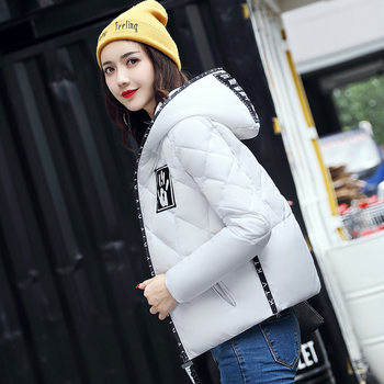 Αθλητικό κομψό κοντό χειμωνιάτικο γυναικείο μπουφάν σε διάφορα χρώματα με κουκούλα