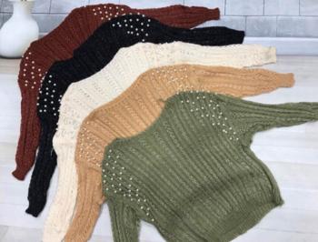 Елегантен дамски пуловер с О-образна яка и красиви перли