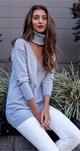 Стилен дълъг дамски пуловер с V-образно деколте и декоративен шал